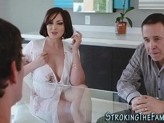 Sexy stepmilf face jizzed