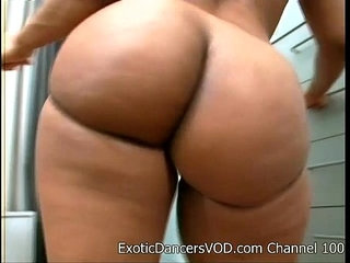 Big Ass Stripper BEAUTIFUL Gets Nude